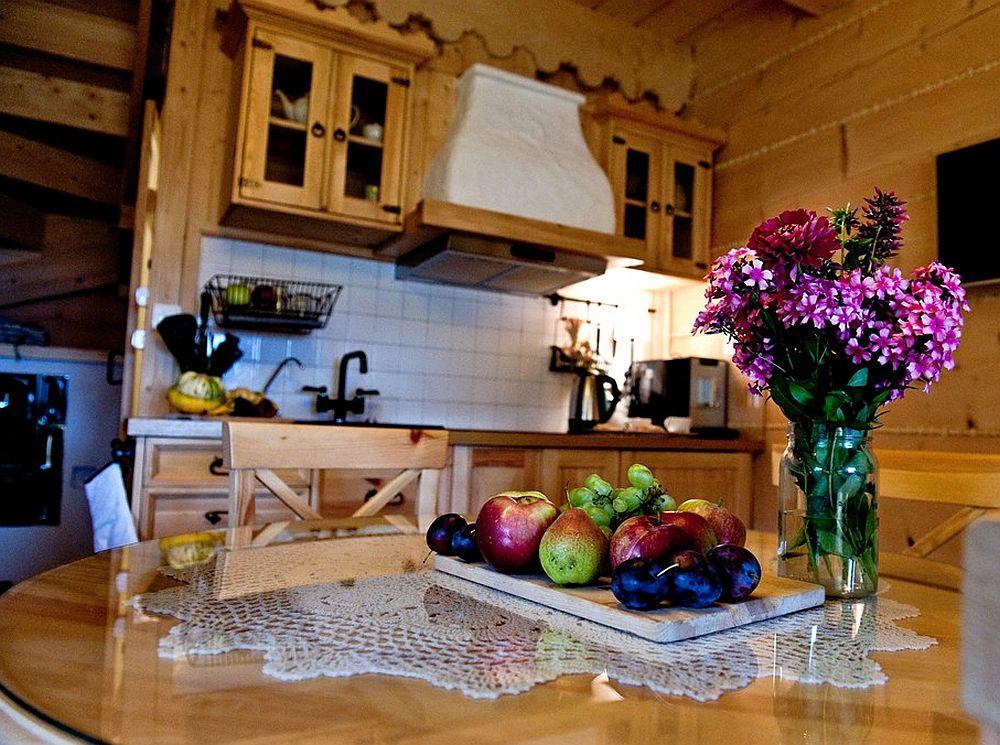 adelaparvu.com despre case rustice din busteni de lemn, case cu acoperis din stuf, case Polonia Osada Beskidzka (21)