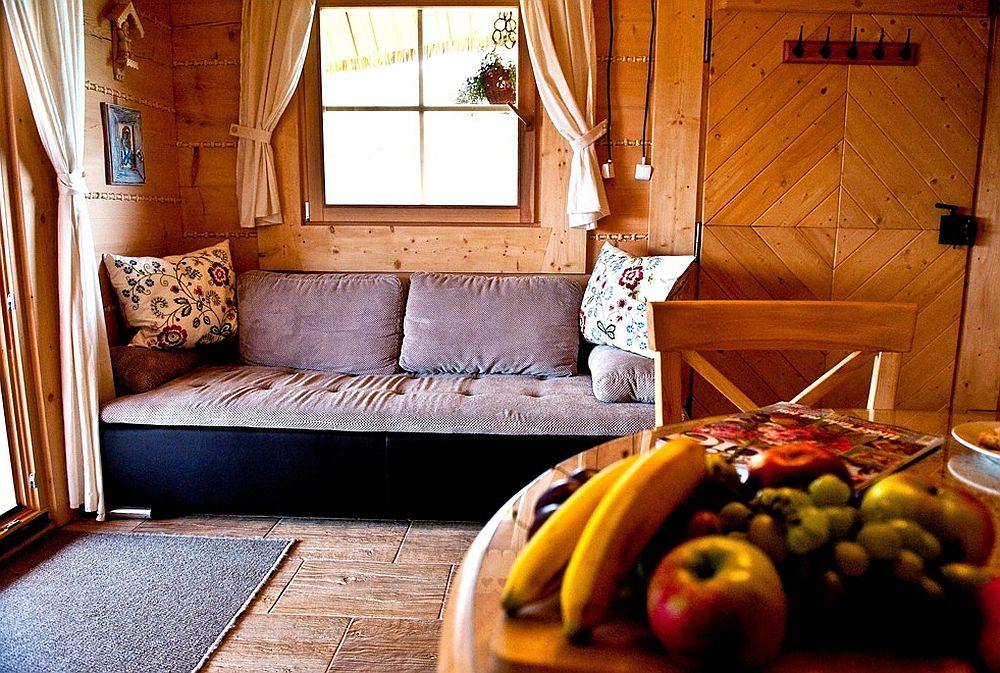 adelaparvu.com despre case rustice din busteni de lemn, case cu acoperis din stuf, case Polonia Osada Beskidzka (28)