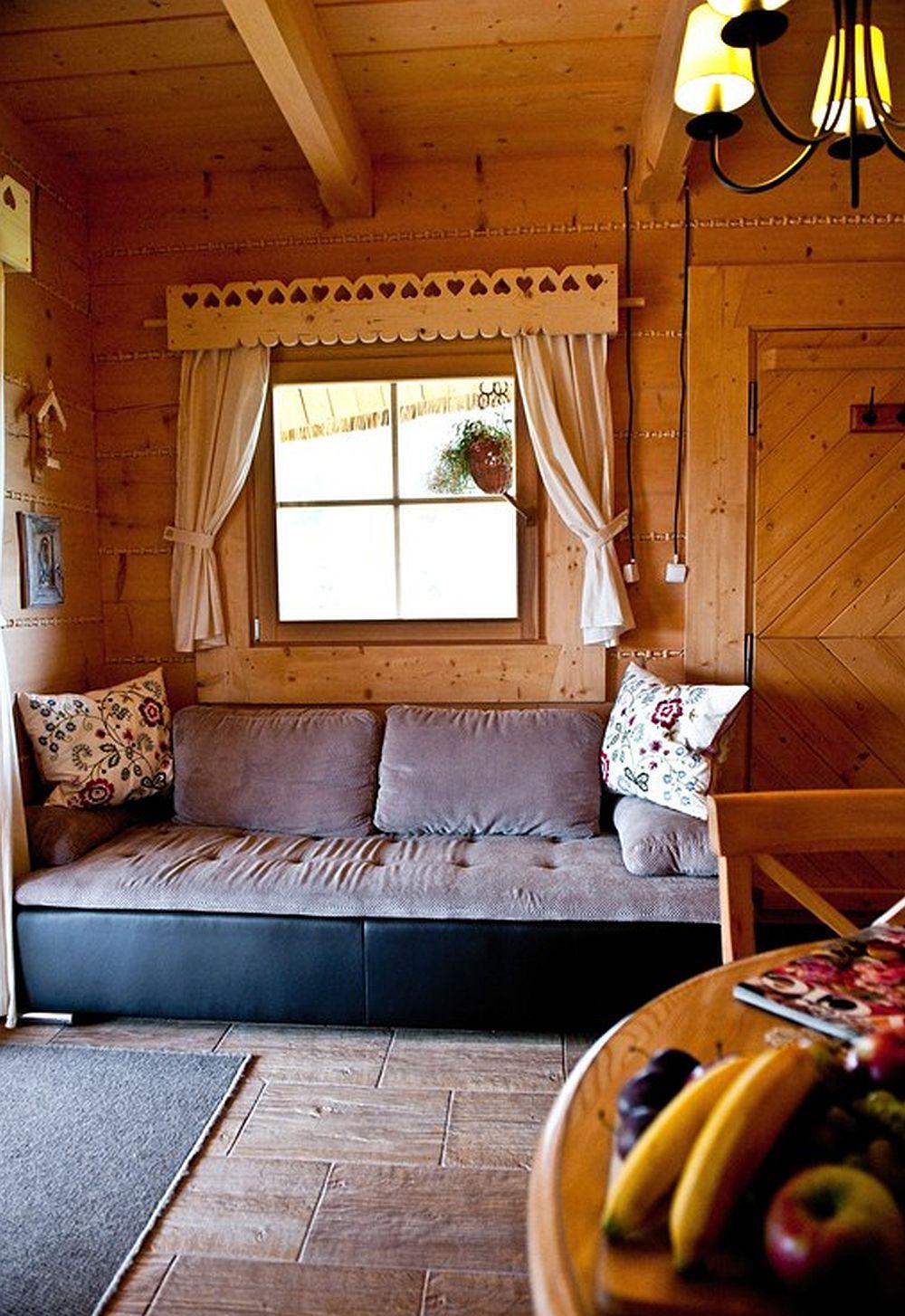 adelaparvu.com despre case rustice din busteni de lemn, case cu acoperis din stuf, case Polonia Osada Beskidzka (29)