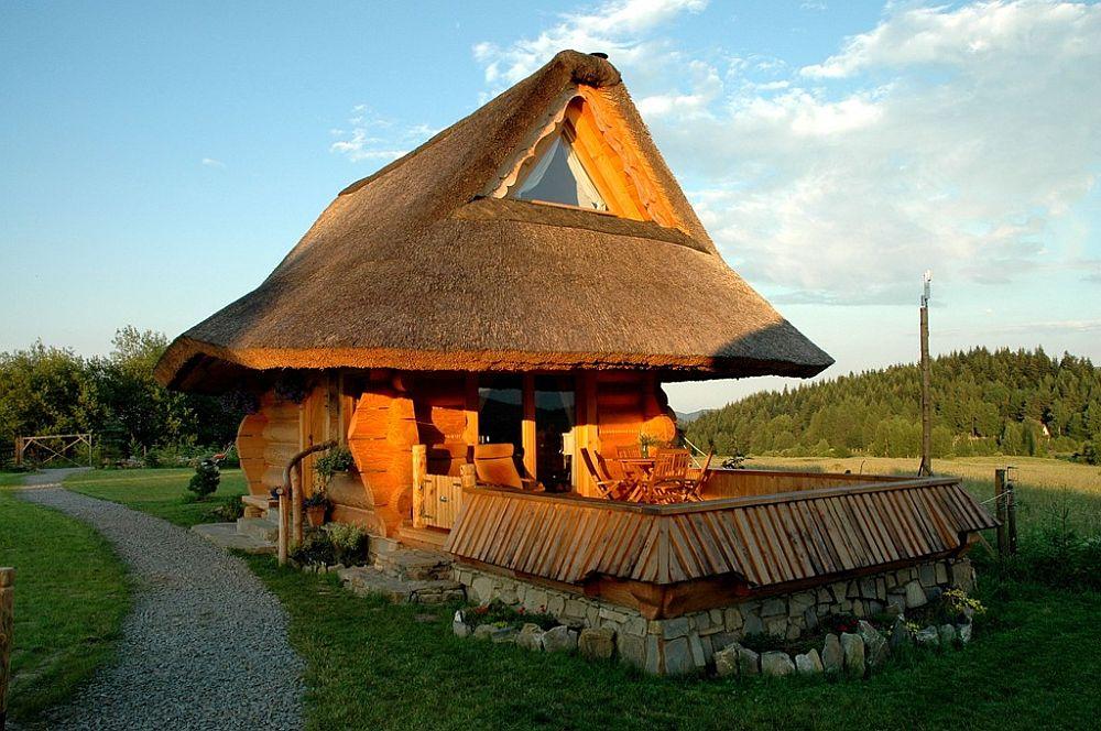 adelaparvu.com despre case rustice din busteni de lemn, case cu acoperis din stuf, case Polonia Osada Beskidzka (3)