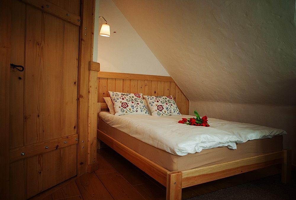 adelaparvu.com despre case rustice din busteni de lemn, case cu acoperis din stuf, case Polonia Osada Beskidzka (38)
