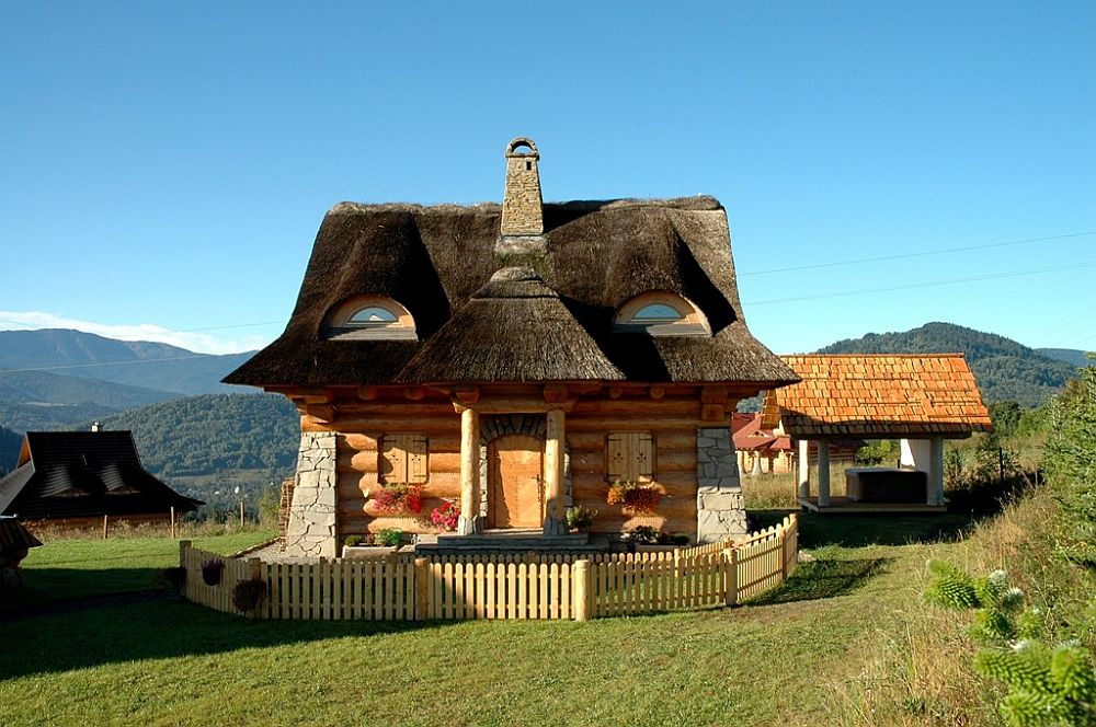 adelaparvu.com despre case rustice din busteni de lemn, case cu acoperis din stuf, case Polonia Osada Beskidzka (4)
