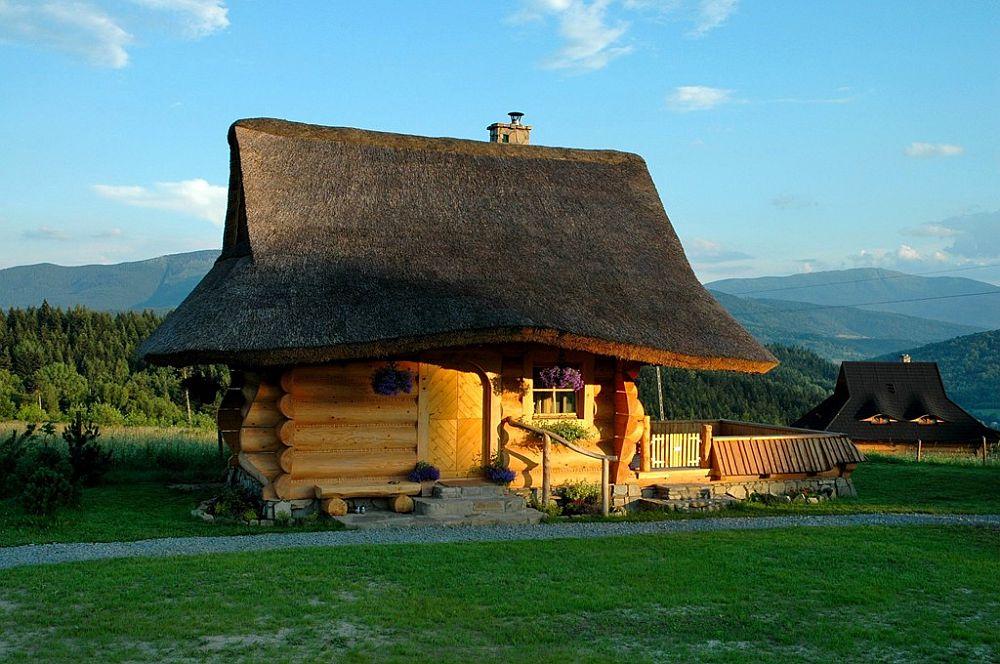 adelaparvu.com despre case rustice din busteni de lemn, case cu acoperis din stuf, case Polonia Osada Beskidzka (5)