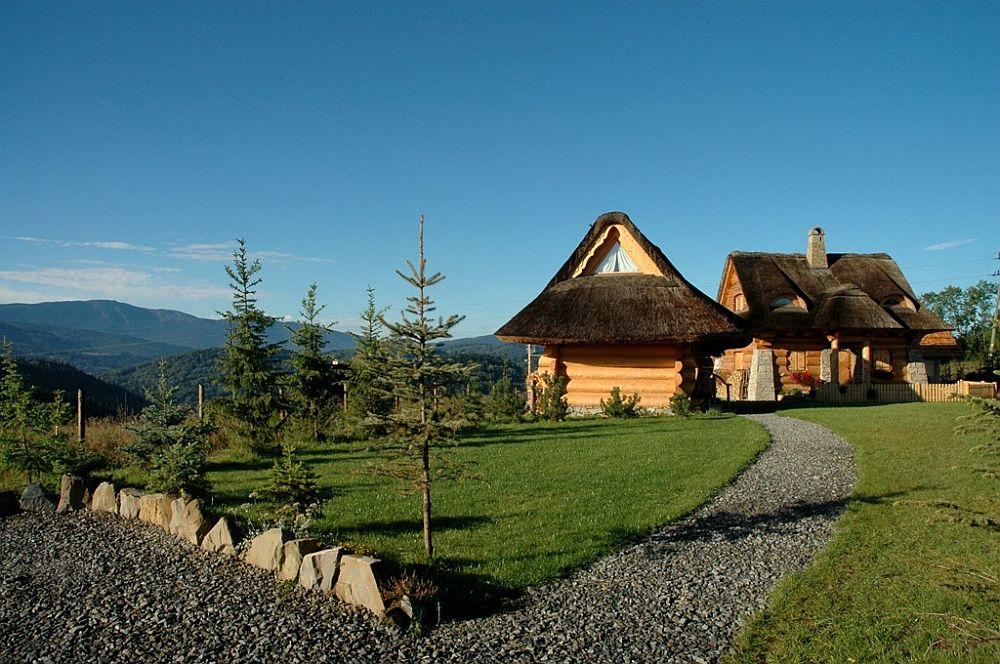adelaparvu.com despre case rustice din busteni de lemn, case cu acoperis din stuf, case Polonia Osada Beskidzka (6)