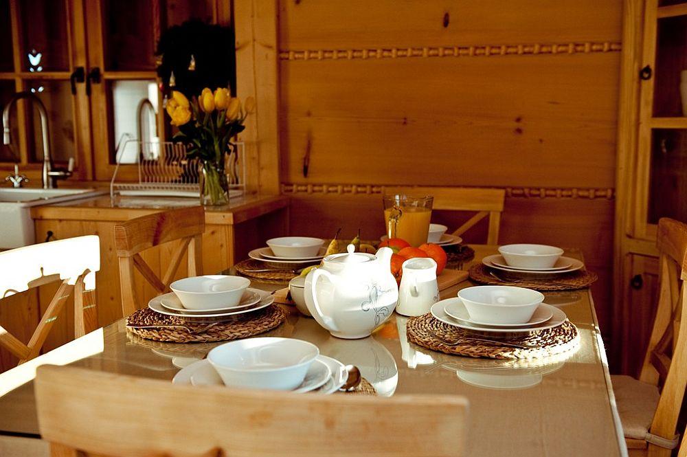 adelaparvu.com despre case rustice din busteni de lemn, case cu acoperis din stuf, case Polonia Osada Beskidzka (8)