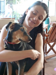 Mihaela Poenaru cu iubita ei catelusa Pina