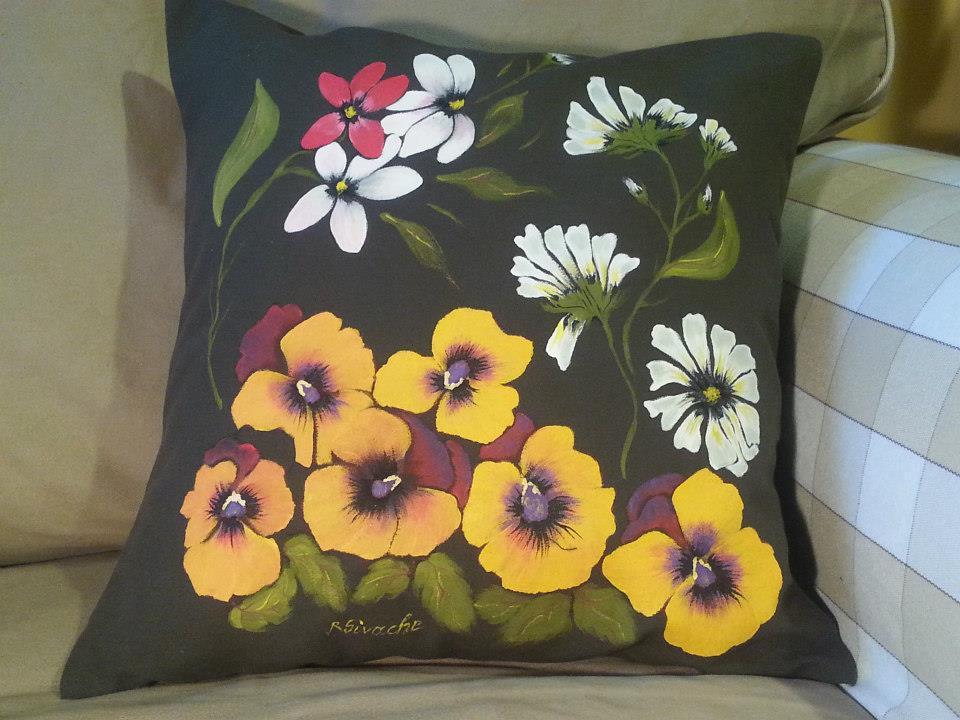 adelaparvu.com despre perne, cuverturi pictate manual, mobilier pictat manual, artist Roxana Sivache (10)