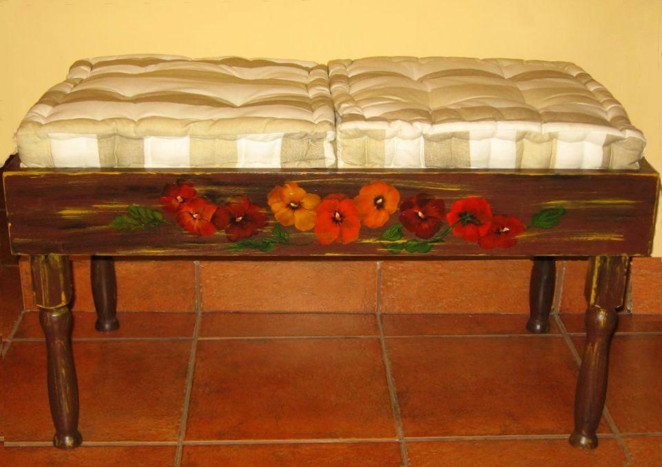 adelaparvu.com despre perne, cuverturi pictate manual, mobilier pictat manual, artist Roxana Sivache (14)