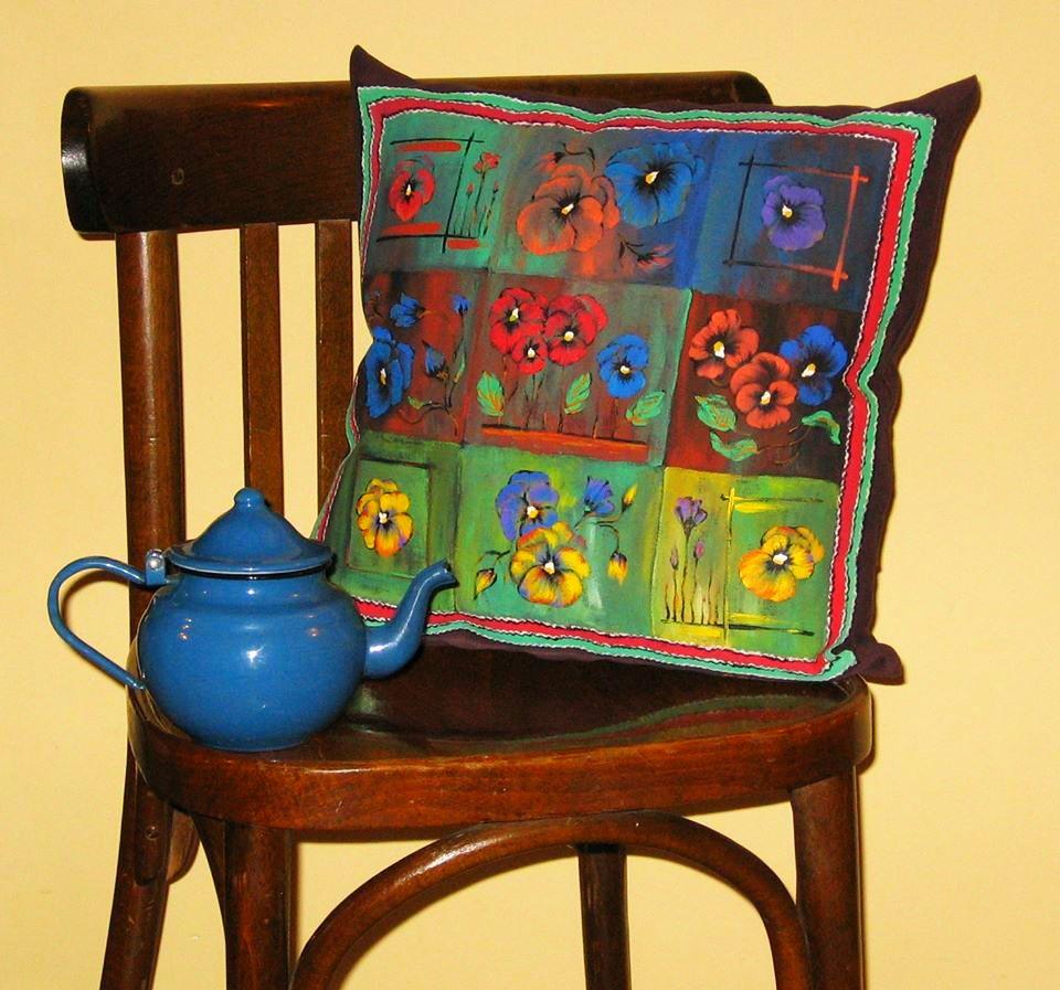 adelaparvu.com despre perne, cuverturi pictate manual, mobilier pictat manual, artist Roxana Sivache (16)