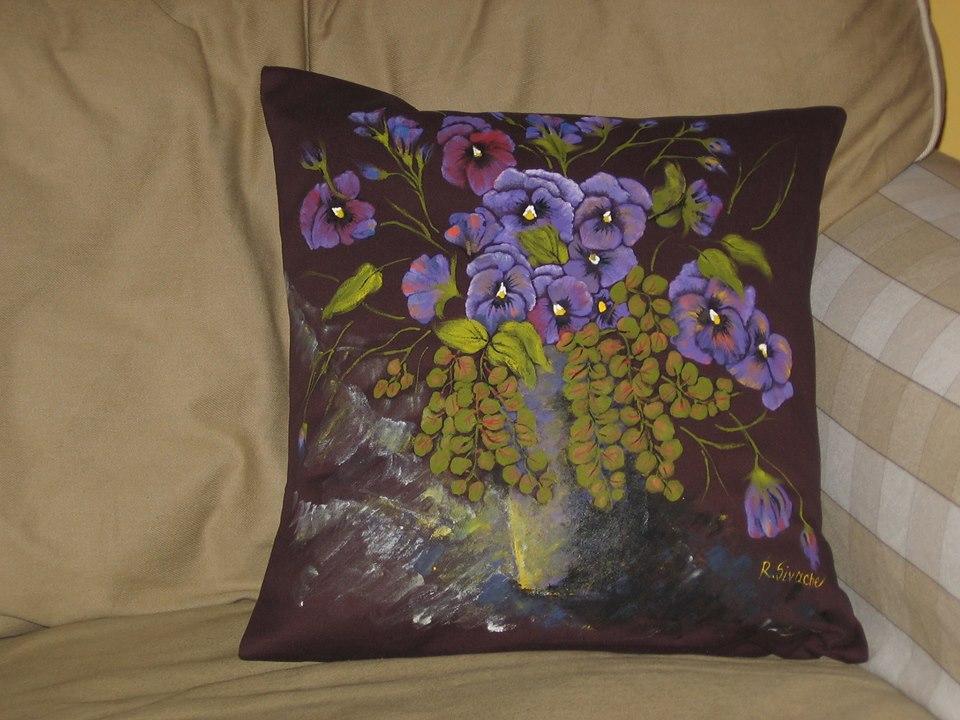 adelaparvu.com despre perne, cuverturi pictate manual, mobilier pictat manual, artist Roxana Sivache (18)