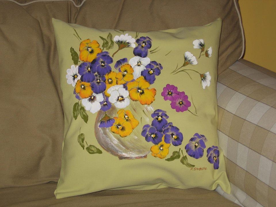 adelaparvu.com despre perne, cuverturi pictate manual, mobilier pictat manual, artist Roxana Sivache (21)