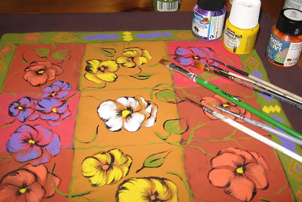 adelaparvu.com despre perne, cuverturi pictate manual, mobilier pictat manual, artist Roxana Sivache (22)
