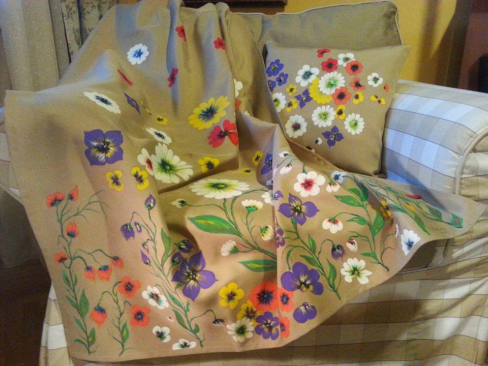 adelaparvu.com despre perne, cuverturi pictate manual, mobilier pictat manual, artist Roxana Sivache (7)