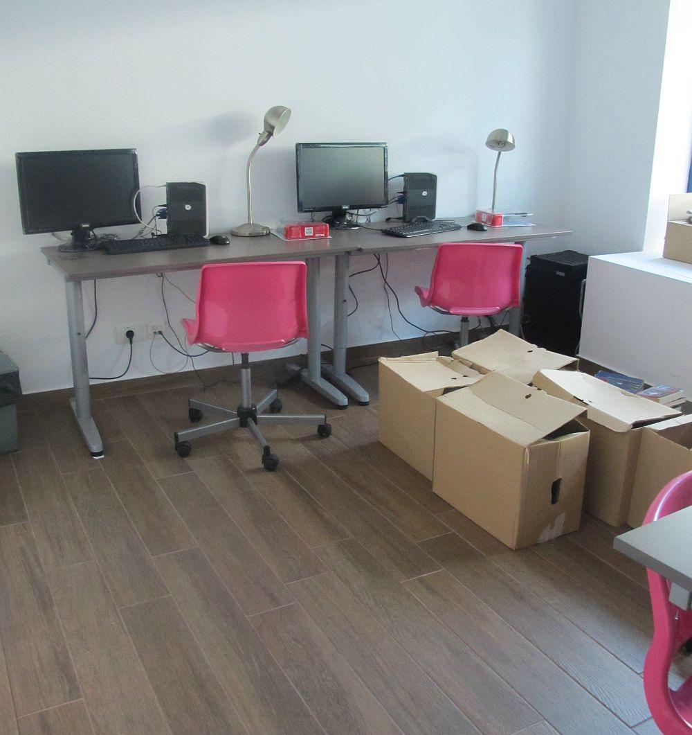 Una din salile de calculatoare de la West Gate Studios