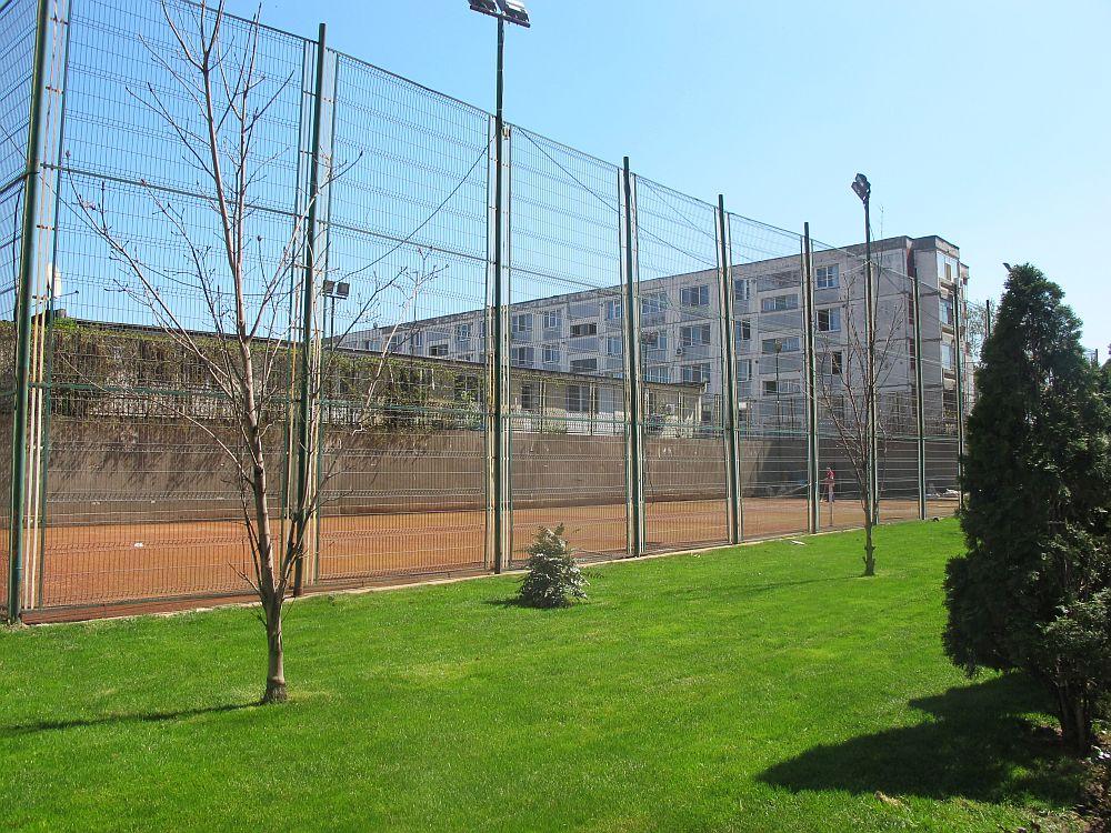 Teren de tenis la West Gate Studios