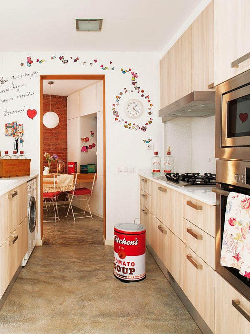 adelaparvu.com locuinta cu decoratiuni rosii, bucatarie crem cu pardoseala din ciment, Foto Mauricio Fuertes, Casa Diez (4)