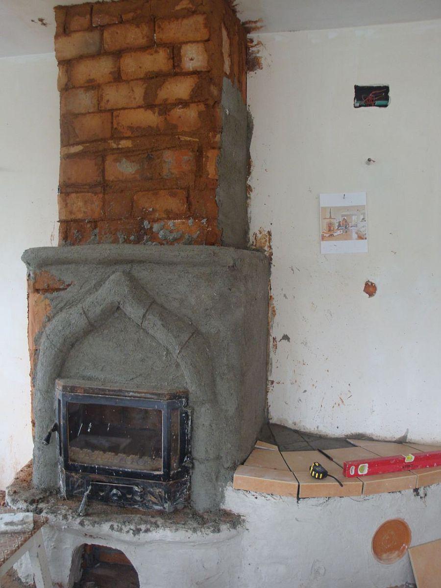 Soba in faza de constructie cu o imagine de inspiratie alaturi