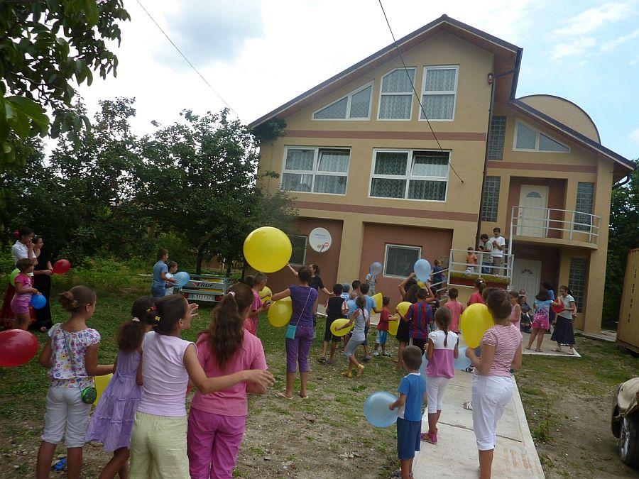 Vara 2013 copii de la oerfelinatul Perisoru la Casa Light House Radovanu