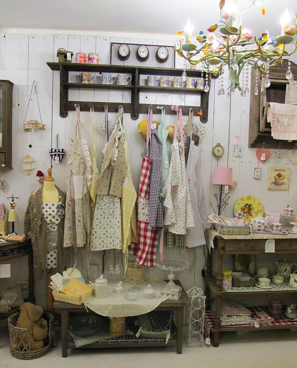 adelaparvu.com despre English Cottage, magazin in container, Pop Up Bucharest strada Selari (10)