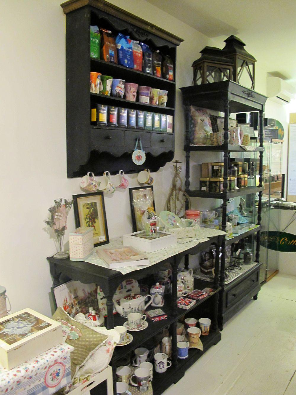 adelaparvu.com despre English Cottage, magazin in container, Pop Up Bucharest strada Selari (15)