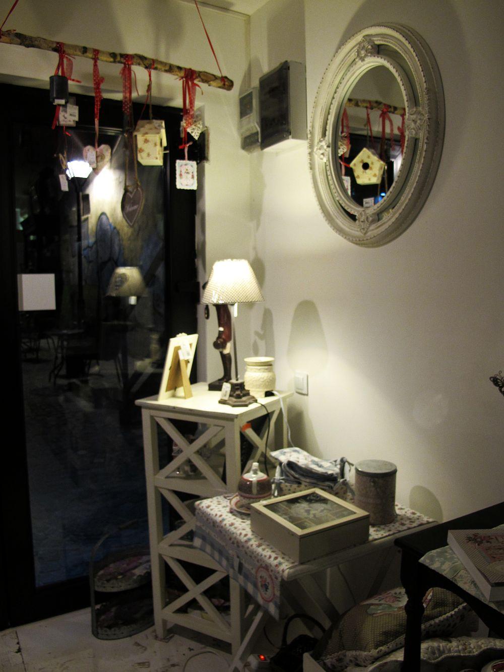 adelaparvu.com despre English Cottage, magazin in container, Pop Up Bucharest strada Selari (16)
