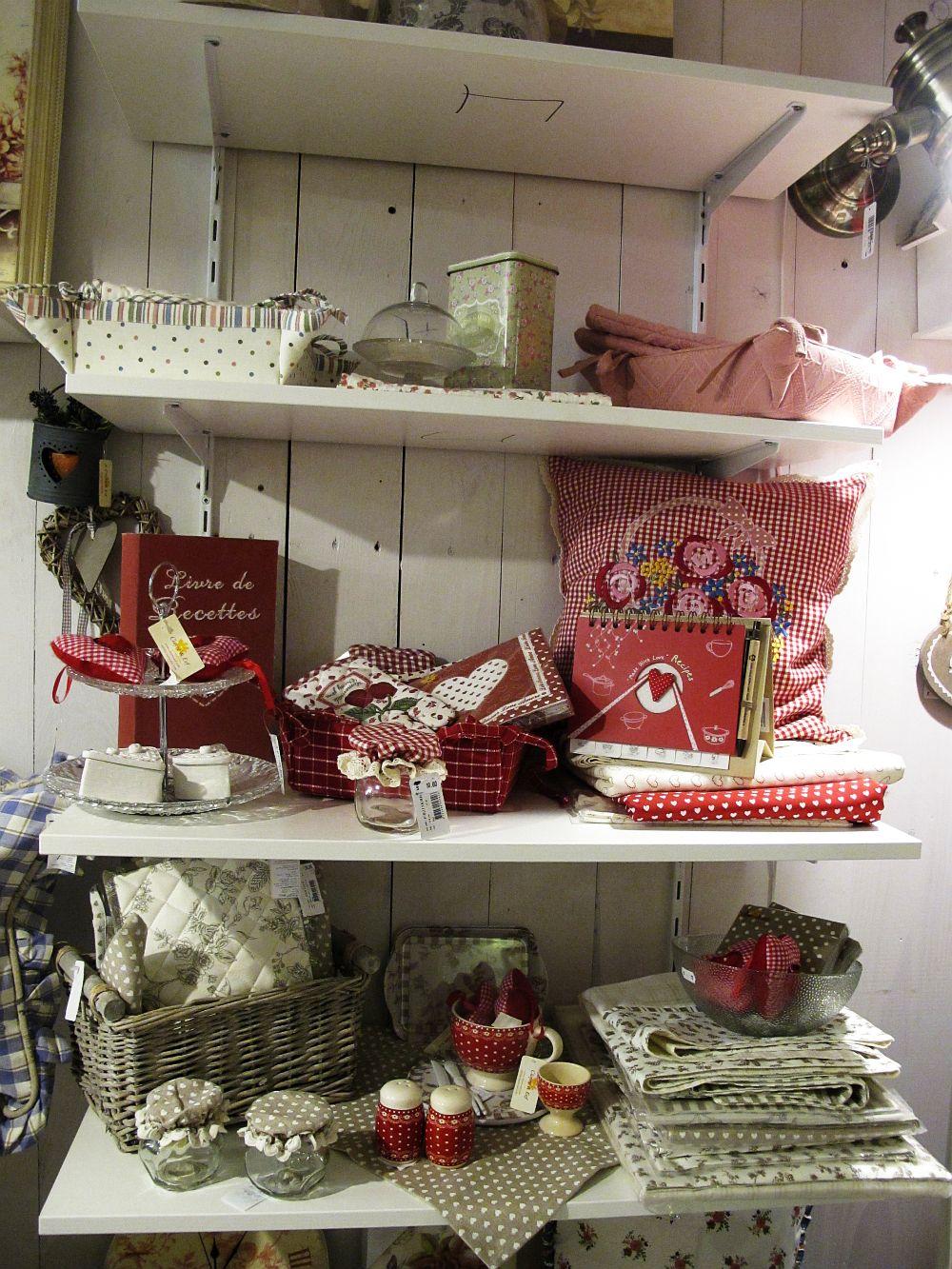 adelaparvu.com despre English Cottage, magazin in container, Pop Up Bucharest strada Selari (27)