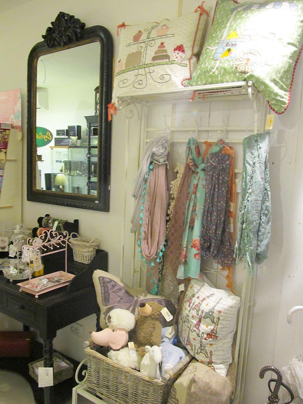 adelaparvu.com despre English Cottage, magazin in container, Pop Up Bucharest strada Selari (33)