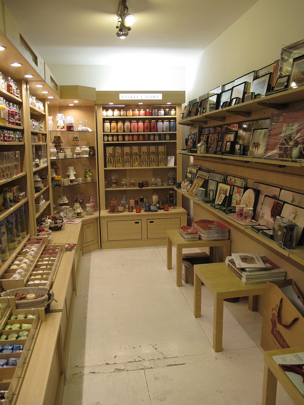 adelaparvu.com despre English Cottage, magazin in container, Pop Up Bucharest strada Selari (6)