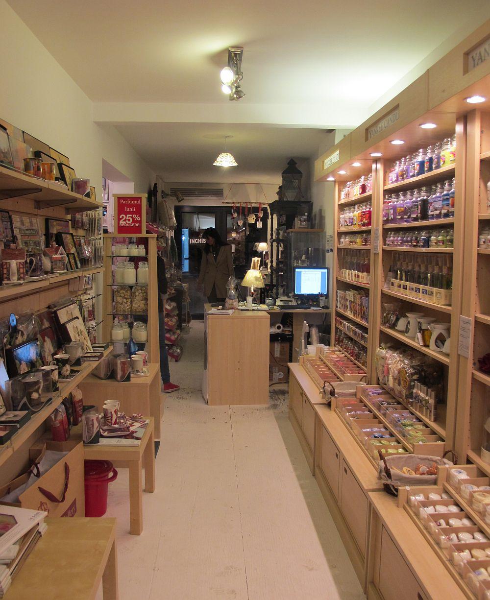 adelaparvu.com despre English Cottage, magazin in container, Pop Up Bucharest strada Selari (8)