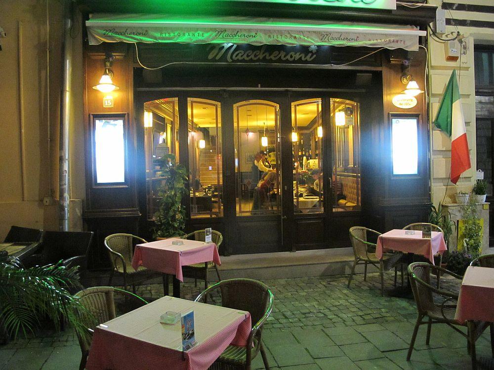 Restaurantul de la exterior