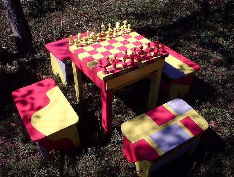 Masa si scaune pentru sah facute pe comanda de catre Mihai Duhovnicu, Atelierul de la tara