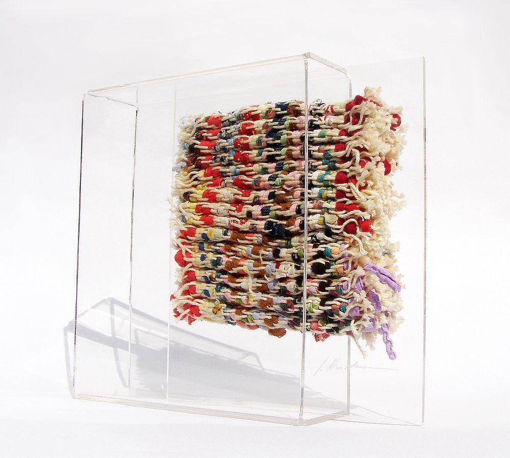 Artist Dorina Horatau, miniatura textila, 15 cm x 17 cmx 5 cm, tehnica de autor, asamblaj din tesatura din resturi textile si plexiglas