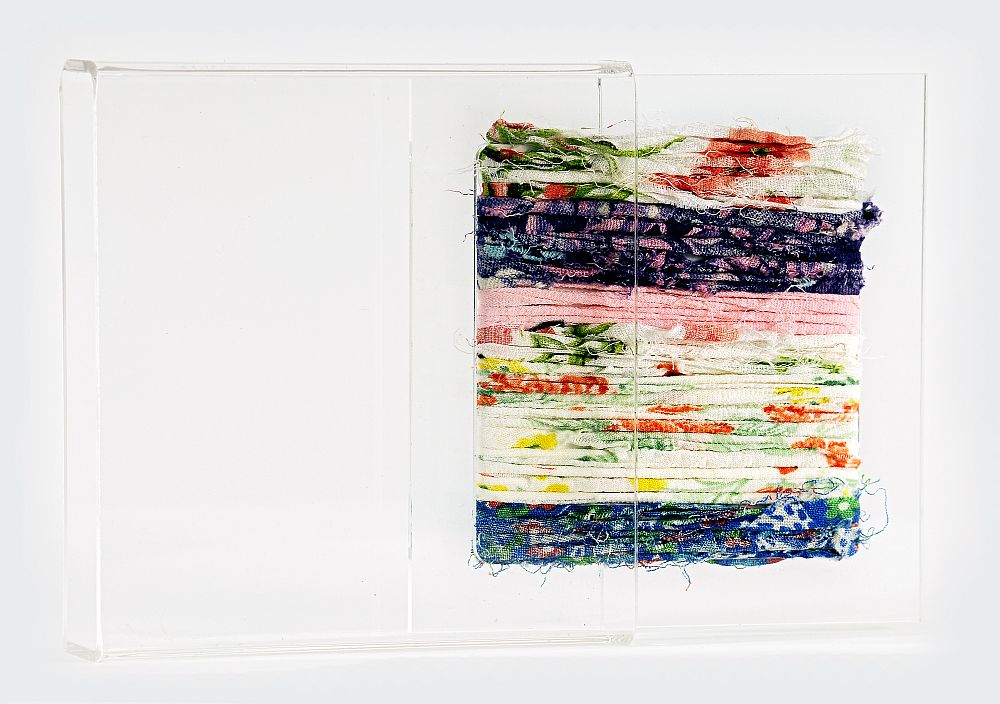 Artist Dorina Horatau, miniatura textila, tehnica de autor, asamblaj din resturi textile si plexiglas, 10 cm x 10 cm x 1cm