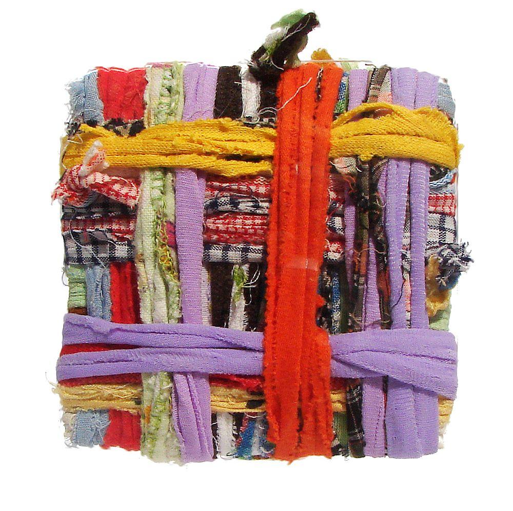 Artist Dorina Horatau, miniatura textila,asamblaj- mostra experimentala de infasurare din resturi textile, 10 cm x 10 cmx 1 cm
