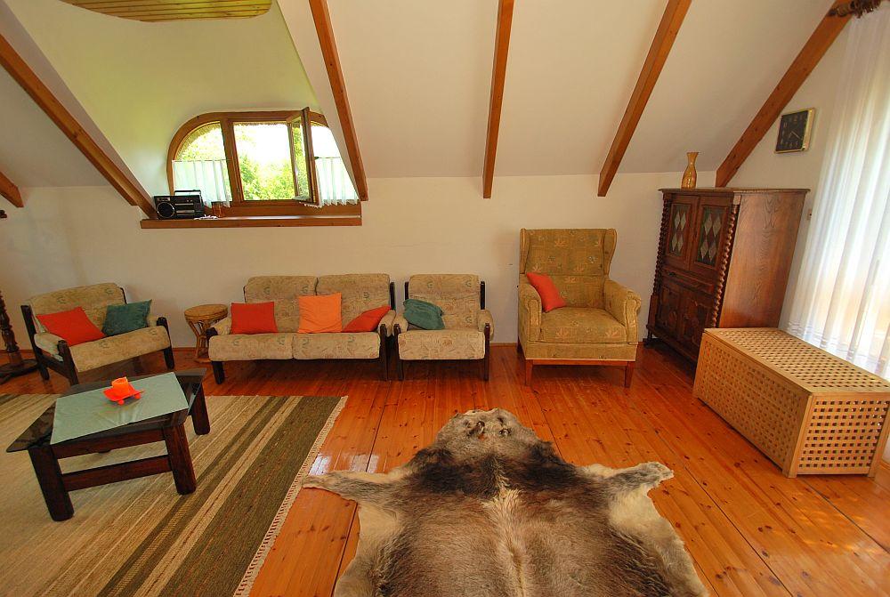 adelaparvu.com despre casa cu acoperis din stuf, casa in Ungaria, casa de vacanta, Foto Bungalow Net (25)