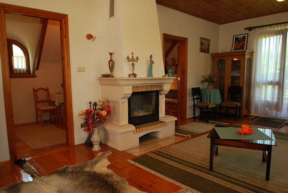 adelaparvu.com despre casa cu acoperis din stuf, casa in Ungaria, casa de vacanta, Foto Bungalow Net (26)