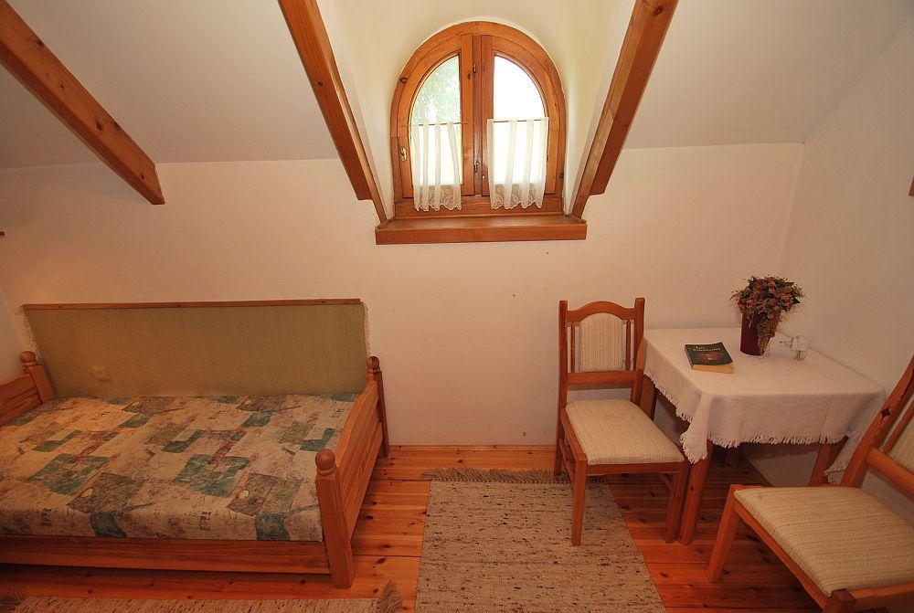adelaparvu.com despre casa cu acoperis din stuf, casa in Ungaria, casa de vacanta, Foto Bungalow Net (31)