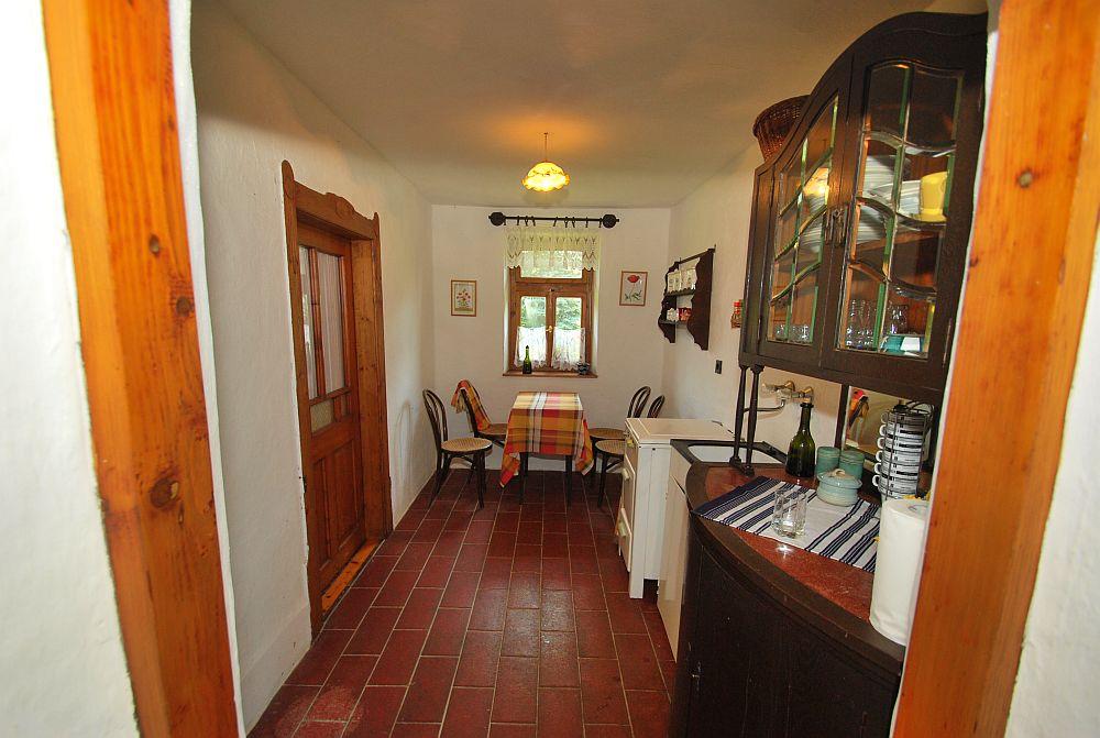 adelaparvu.com despre casa cu acoperis din stuf, casa in Ungaria, casa de vacanta, Foto Bungalow Net (33)