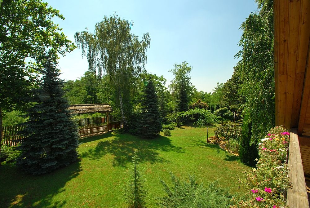 adelaparvu.com despre casa cu acoperis din stuf, casa in Ungaria, casa de vacanta, Foto Bungalow Net (40)