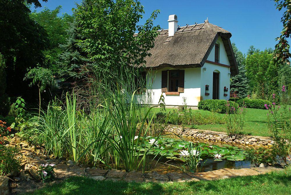 adelaparvu.com despre casa cu acoperis din stuf, casa in Ungaria, casa de vacanta, Foto Bungalow Net (46)