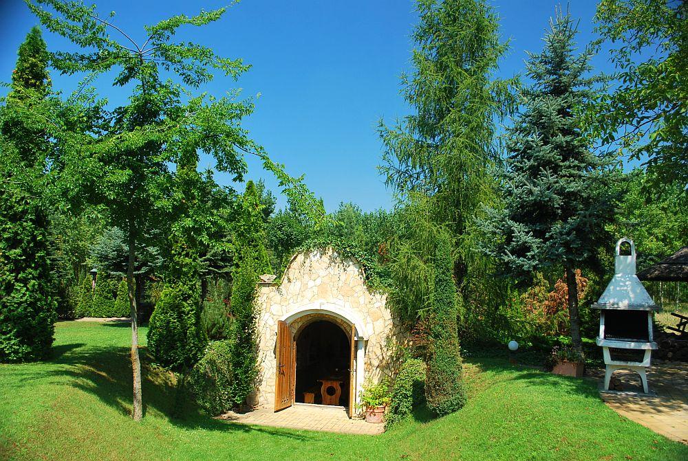 adelaparvu.com despre casa cu acoperis din stuf, casa in Ungaria, casa de vacanta, Foto Bungalow Net (49)