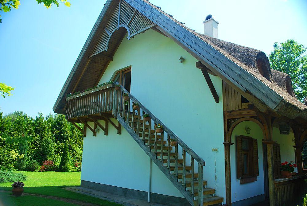 adelaparvu.com despre casa cu acoperis din stuf, casa in Ungaria, casa de vacanta, Foto Bungalow Net (6)