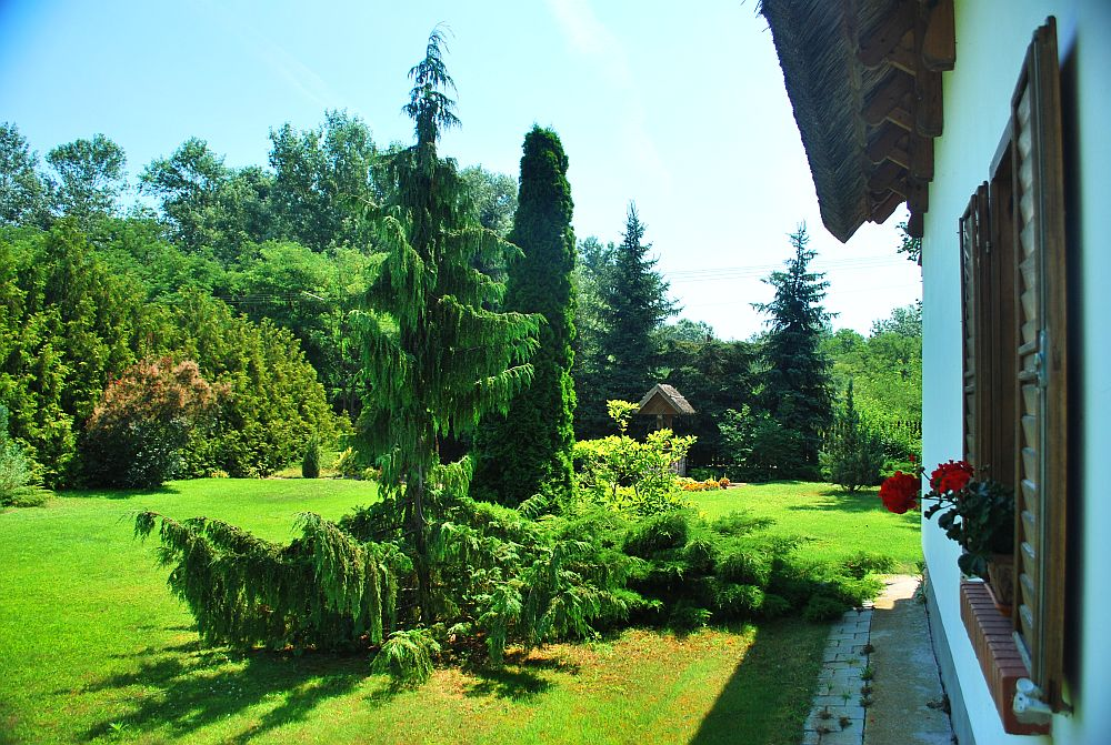 adelaparvu.com despre casa cu acoperis din stuf, casa in Ungaria, casa de vacanta, Foto Bungalow Net (8)