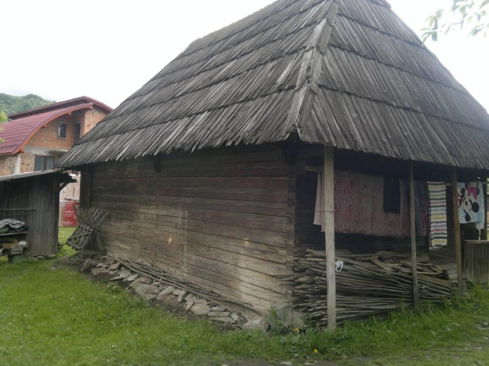adelaparvu.com despre casa de lemn veche de vanzare (1)
