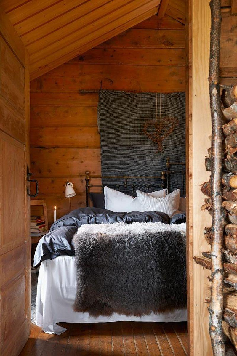 adelaparvu.com despre casa de vacanta din lemn, casa suedeza, interior rustic transformat, Foto Jan Larsen-S (1)