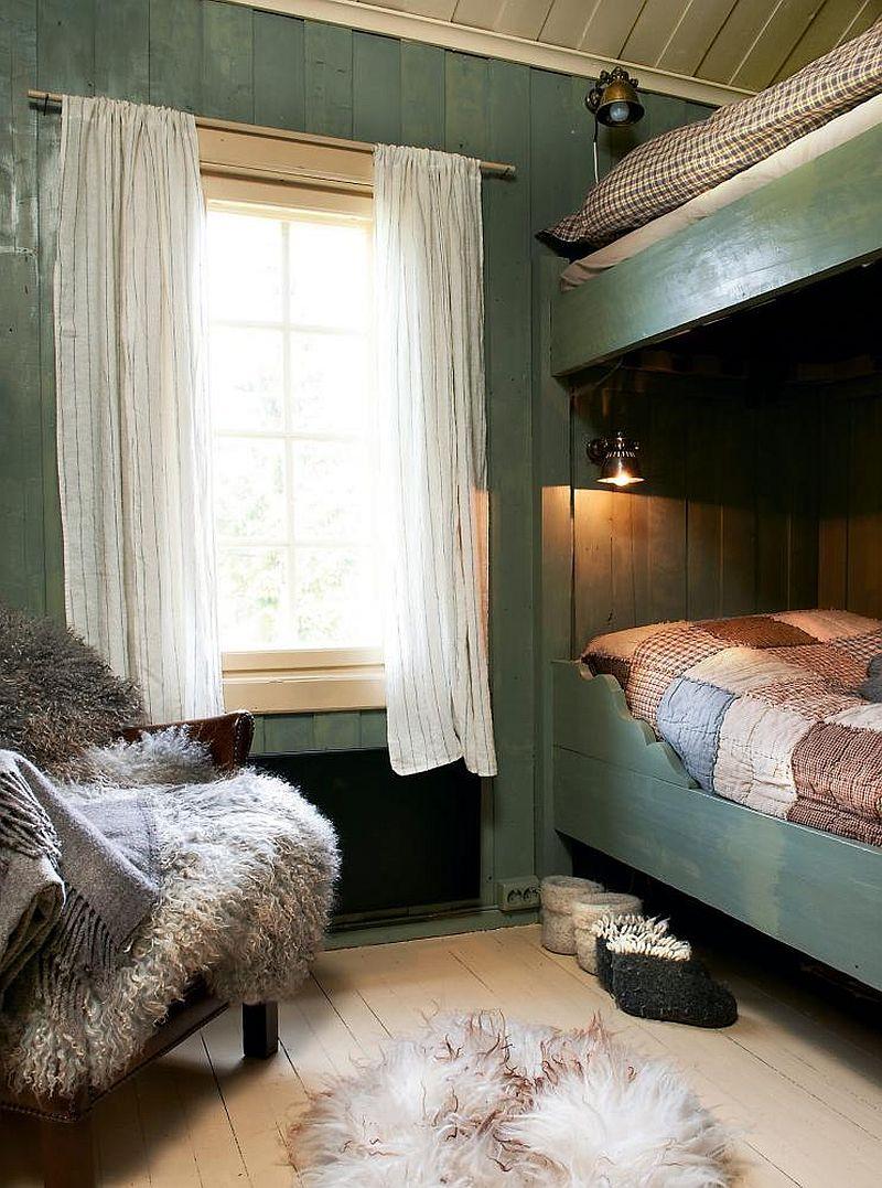 adelaparvu.com despre casa de vacanta din lemn, casa suedeza, interior rustic transformat, Foto Jan Larsen-S (5)