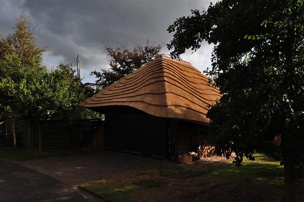 adelaparvu.com despre casa hambar cu acoperis din stuf, casa olandeza, Reet Barn, design 24 H Architecture (10)