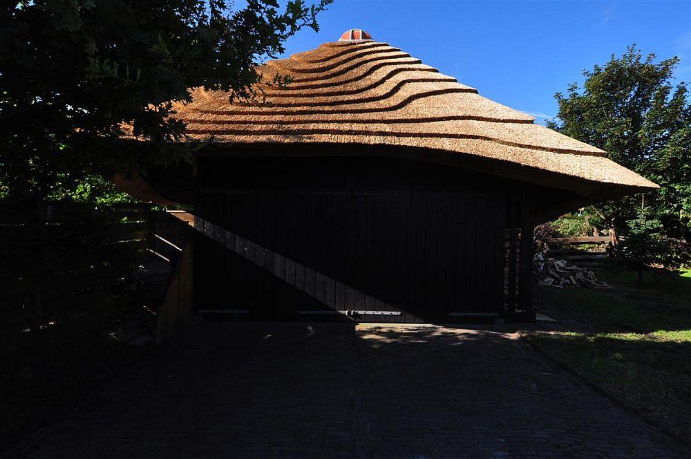 adelaparvu.com despre casa hambar cu acoperis din stuf, casa olandeza, Reet Barn, design 24 H Architecture (2)