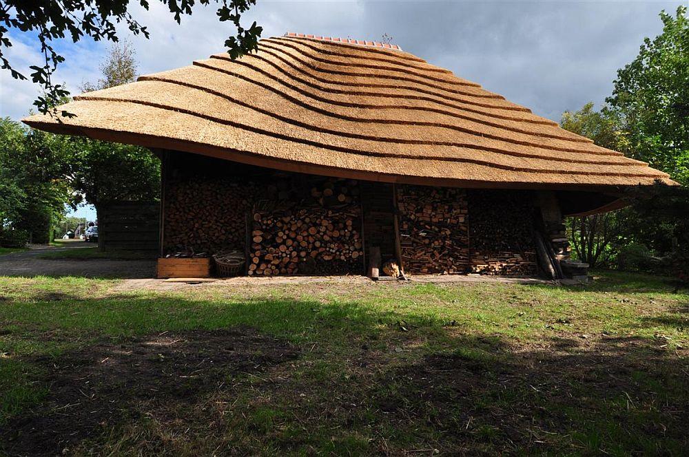 adelaparvu.com despre casa hambar cu acoperis din stuf, casa olandeza, Reet Barn, design 24 H Architecture (6)