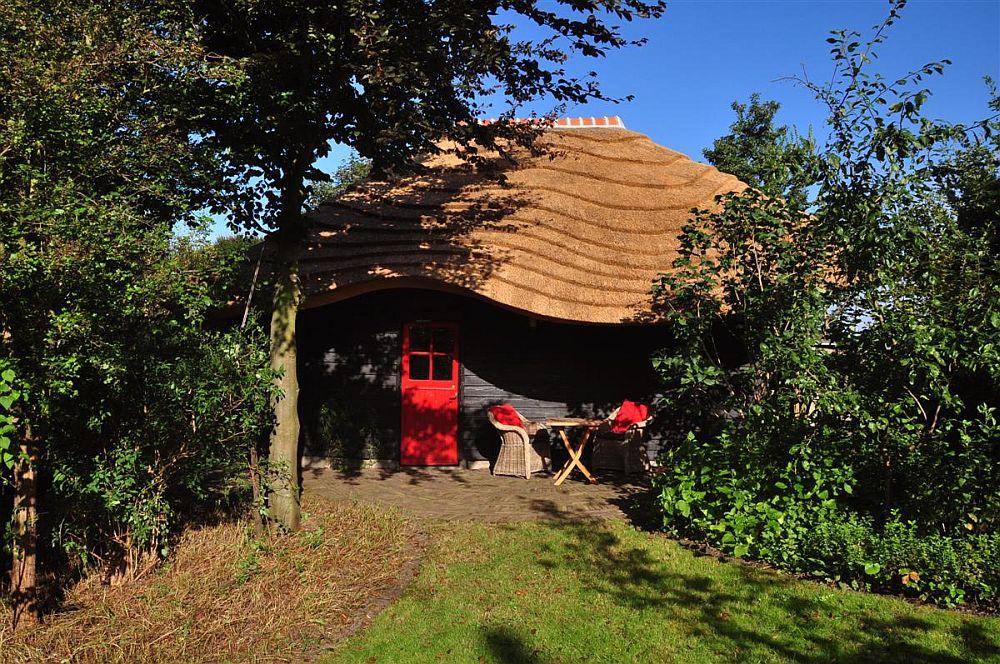 adelaparvu.com despre casa hambar cu acoperis din stuf, casa olandeza, Reet Barn, design 24 H Architecture (7)